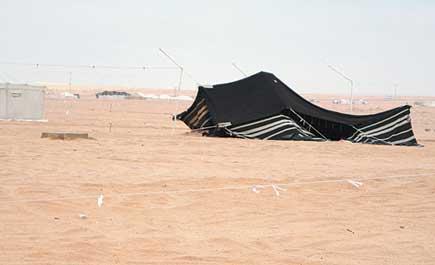 عاصفة ثلجية تسقط خيام المتنزهين