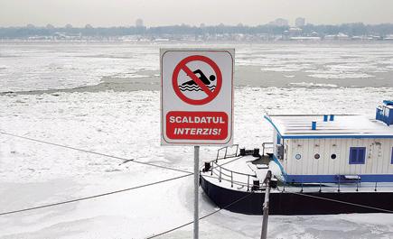 وفاة موجة صقيع أوروبا والجليد يغطي الدانوب