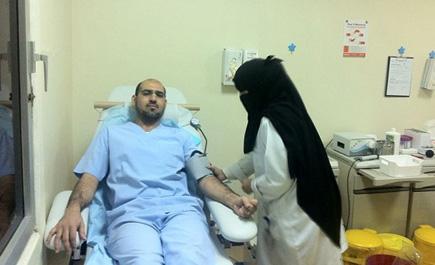 منسوبو مستشفى اليمامة يفتتحون التبرع fe_217_1.jpg