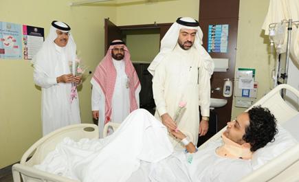 مستشفى الأمن يعايد مرضاه بالهدايا ln_10_1.jpg