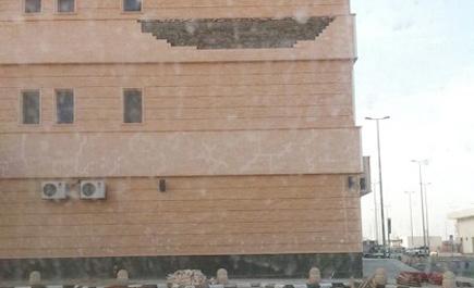 سقوط أجزاء واجهة مستشفى طريف ln_180_1.jpg