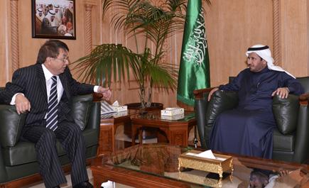 وزير الصحة يلتقي سفير كازاخستان ln_263_1.jpg