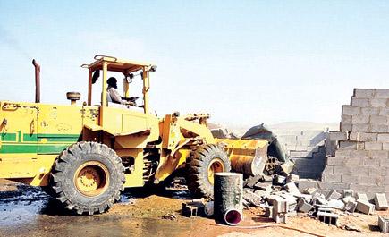 6ef48d6d23730 إزالة تعديات وغرف عشوائية واسترداد أكثر من مليون ألف متر مربع من 37 موقع  بأبها
