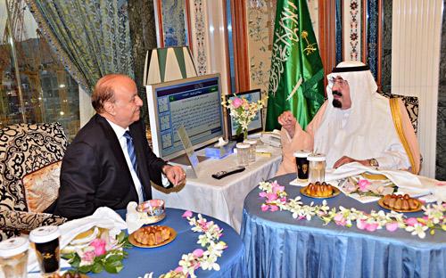 خادم الحرمين بحث مع الرئيس اليمني الأحداث الإقليمية والدولية والتعاون المشترك