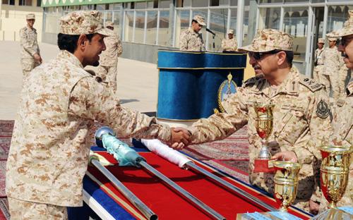 كلية الملك خالد العسكرية تحتفل بانتهاء فترة الاستجداد لطلاب هذا العام