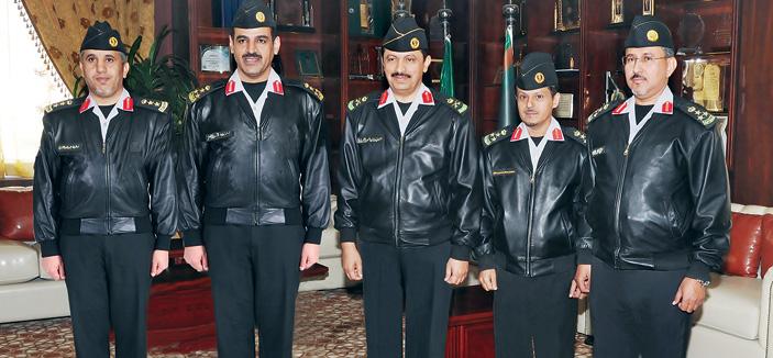 نائب قائد كلية الملك خالد العسكرية يقلد عددا من الضباط رتبهم الجديدة