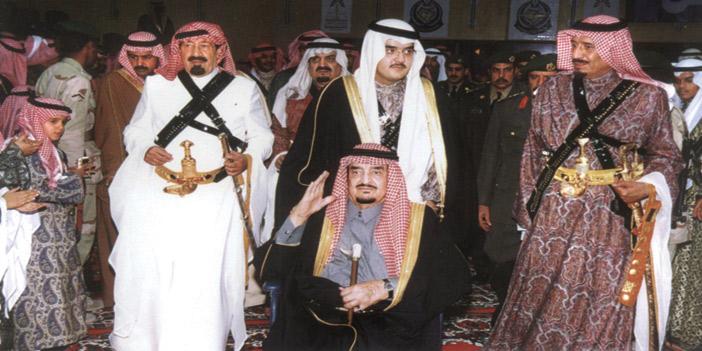 الملك سلمان كان قريبا من الفهد أثيرا إلى قلبه اعتمد عليه في المواقف التي يختبر فيها الرجال