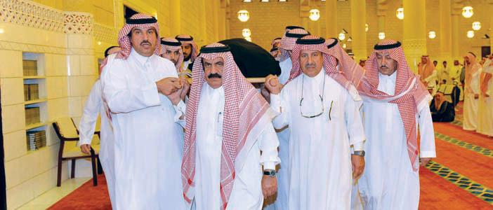 أمير منطقة الرياض يؤدي صلاة الميت على الأميرة حصة بنت محمد بن سعود الكبير