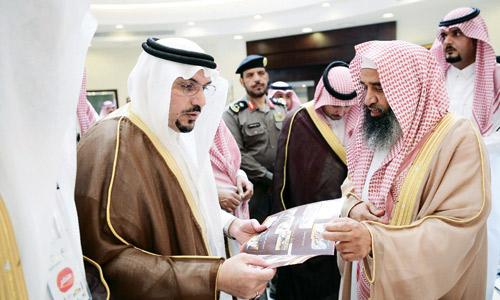 أمير القصيم يرعى حفل افتتاح ملتقى الصُبرة في عنيزة