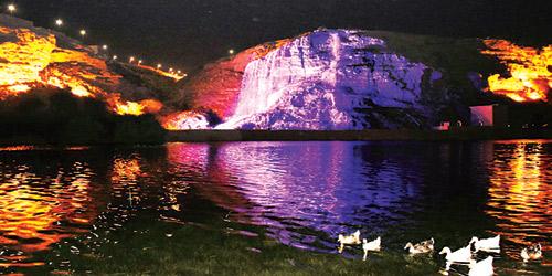 شلالات وادي نمار تستقطب الزوار وترسم لوحة جمالية